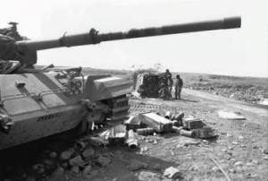 Soldados de la IDF se preparan en 1973 para hacer una Suca