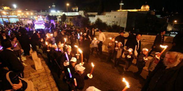moshiach-candles-torah-celebration