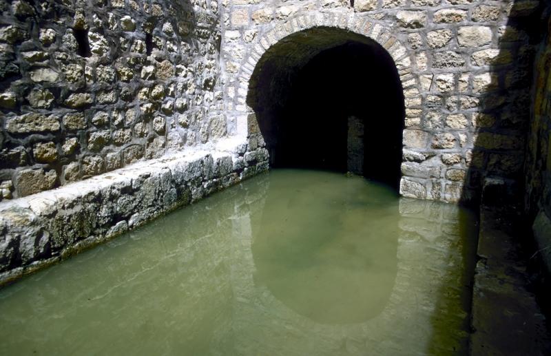 Lugares b blicos el verter de las aguas y estanque de for Diferencia entre tanque y estanque