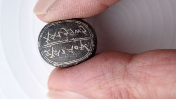 6-israel-antiquities-authority-a-rare-2500-year-old-seal-was-discovered-jerusalem-640x